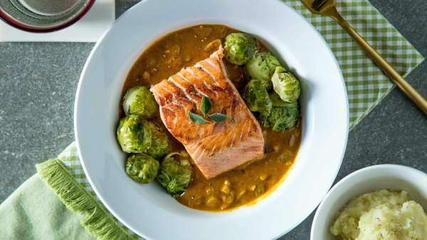A paleo salmon a la carte meal from Trifecta