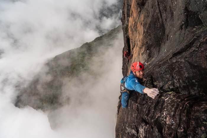 Houlding leading hard trad in the jungle