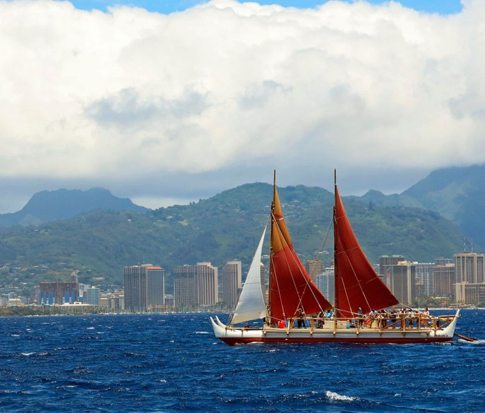 The Hōkūleʻa sets off from Honolulu in April 2014