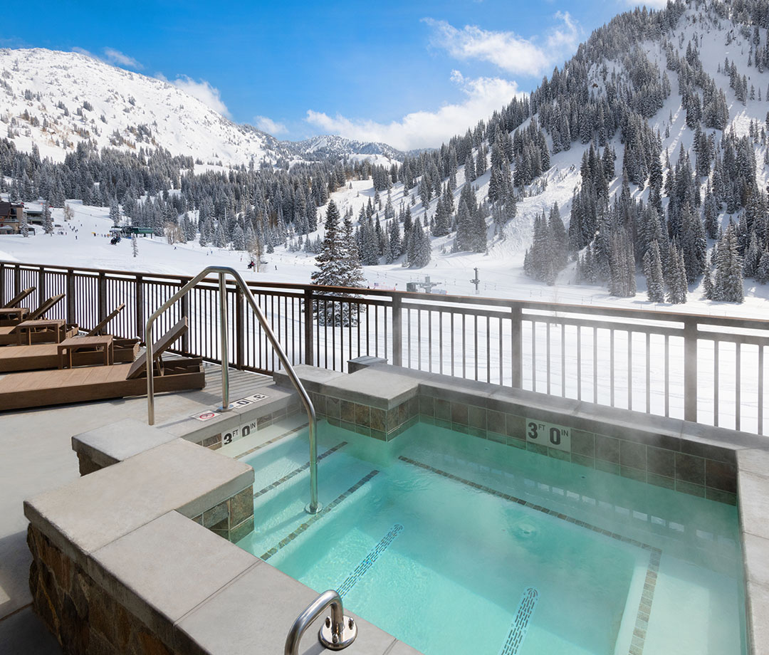 The Snowpine Lodge's hot tub