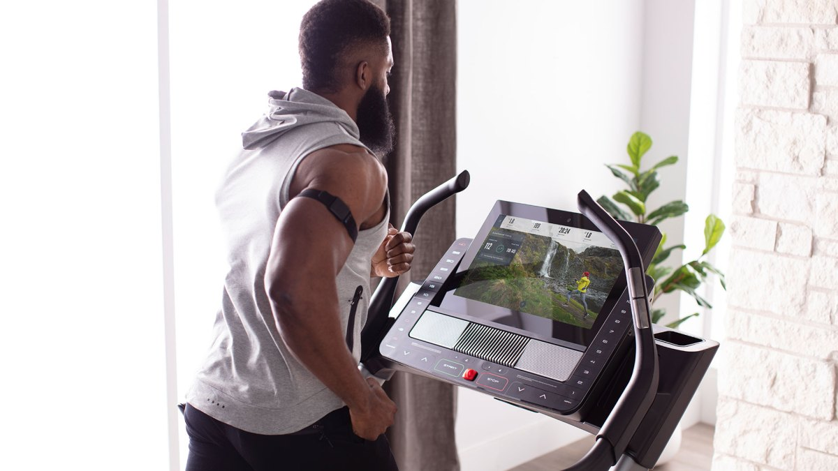 This Interactive Cardio Tech Challenges You Like a Personal Trainer