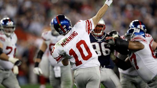 Super Bowl Football, Glendale, USA Eli Manning New York Giants QB Eli Manning #10 throws a pass downfield against the New England Patriots during the Super Bowl XLII football game at University of Phoenix Stadium on in Glendale, Ariz. Manning completed a miracle 32-yard pass to David Tyree on the play to set up their winning td 3 Feb 2008