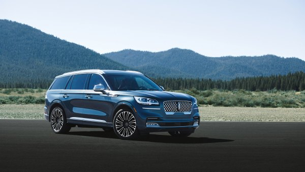 Lincoln Aviator and Cadillac XT6