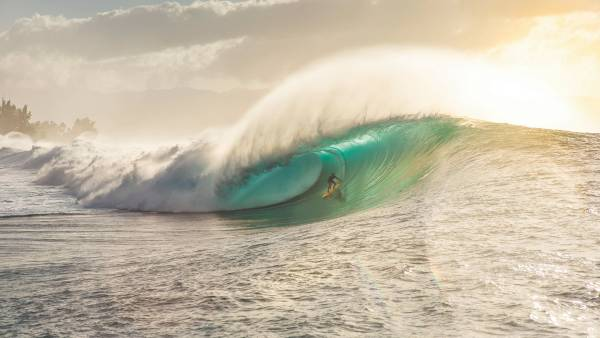 Kohl Christensen Hits a Shock Wave at Oahu's Pipeline