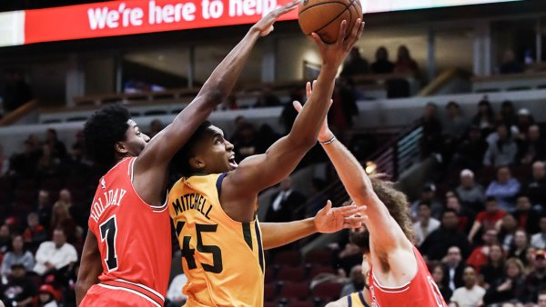 Utah Jazz at Chicago Bulls, USA - 13 Dec 2017 Robin Lopez and Donovan Mitchell 13 Dec 2017 Image ID: 9290177c Featured in: Utah Jazz at Chicago Bulls, USA - 13 Dec 2017 Photo Credit: Tannen Maury/EPA-EFE/Shutterstock