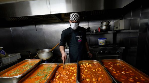 Many restaurants are donating meals to front line workers.