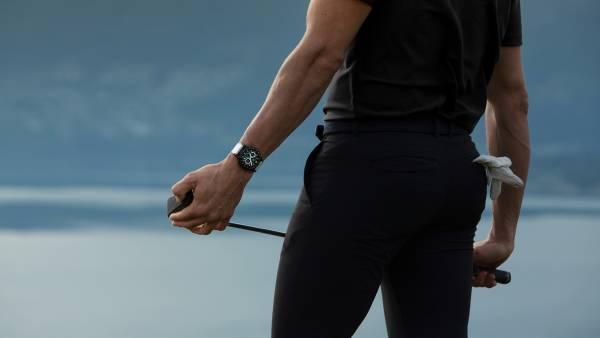 man playing golf with tag heuer golf connected watch