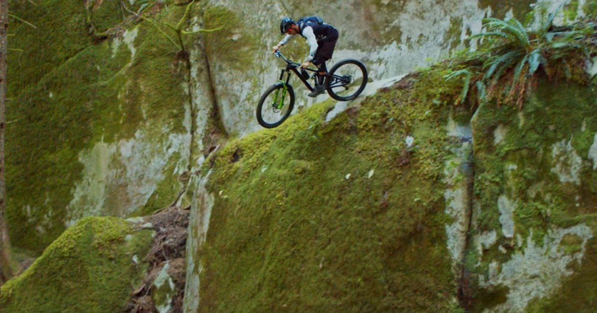 Photo of Rémy Métallier Drops Rocks: This Is How You're Supposed to Ride Squamish