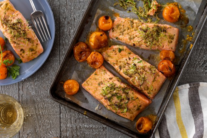 Home.fit Pesto_Salmon Best Sheet Pan Dinners to Make Right Now