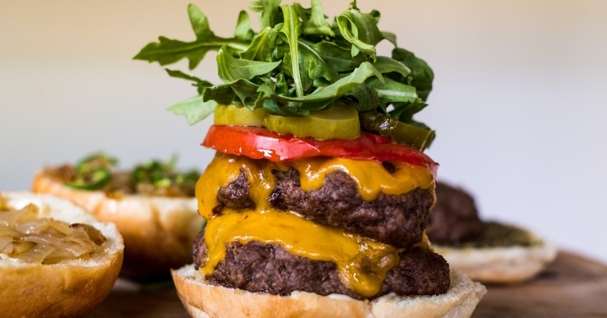 How to Make the Ultimate Cheeseburger