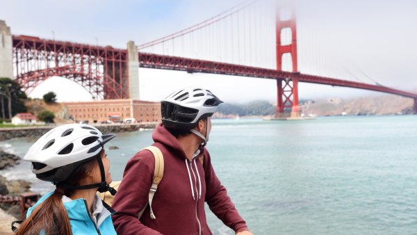 biking couple sightseeing in San Francisco bike tour