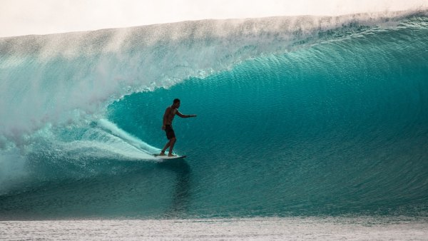 Cloudbreak Fiji Namotu Island big wave surfing