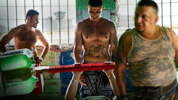 Inmates training in makeshift gym from Netflix's 'Inside The World's Toughest Prisons'
