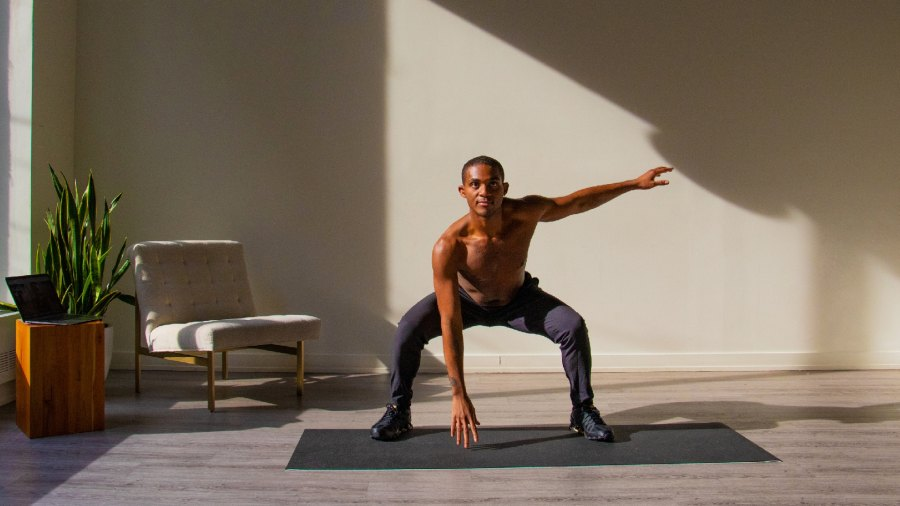 Man streaming workout with FlexIt app