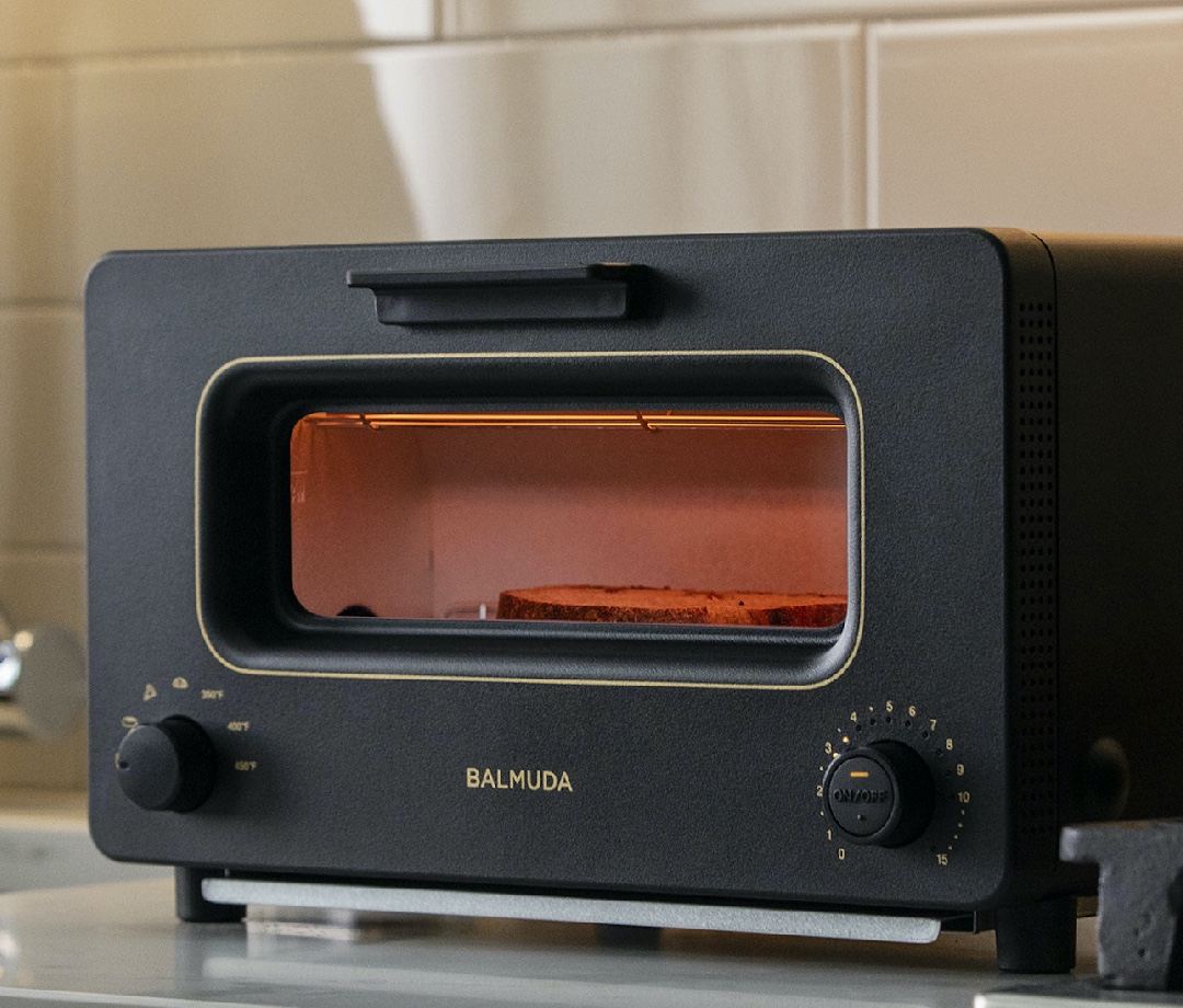 Balmuda The Toaster glows while in use