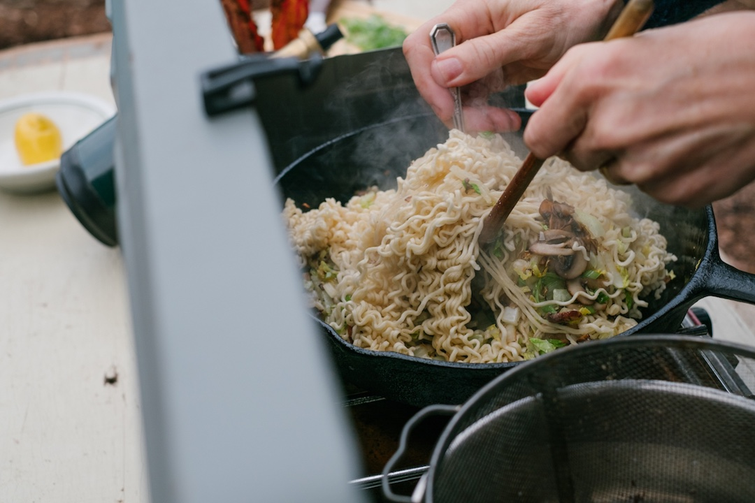 frying instant noodles at home