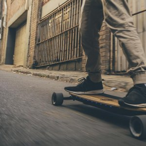 Evolve Bamboo GTR Street: electric skateboards