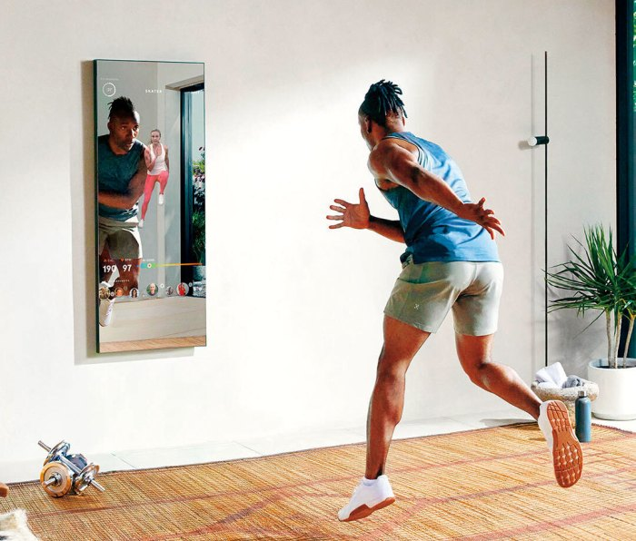 Man exercising with Mirror