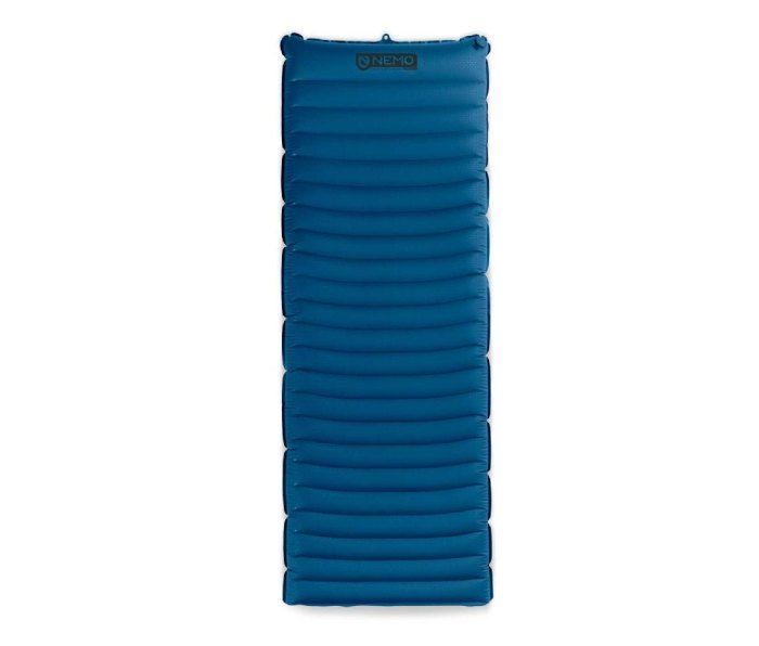 Made from bluesign certified fabric and 100% post-consumer recycled materials, the NEMO Equipment Quasar pad features 3D baffling to keep you centered on the pad, a slightly elevated head, and a Vortex pump sack for quick and easy inflation.