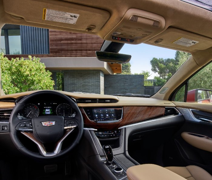 An intuitive console upfront that makes controlling the 8-inch infotainment screen a snap. The XT6 syncs with Apple and Android pretty seamlessly and USB ports are sprinkled throughout the cabin, as there is a handy wireless charger port.