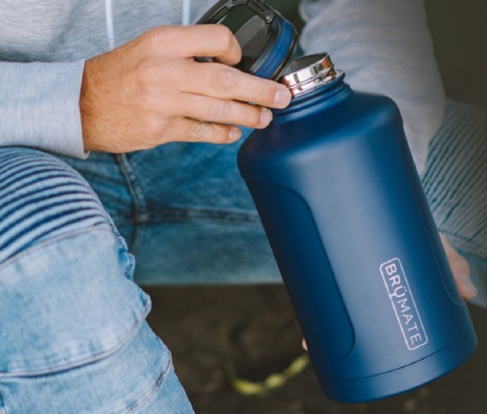 A growler from the Brumate Growler Gift Set.