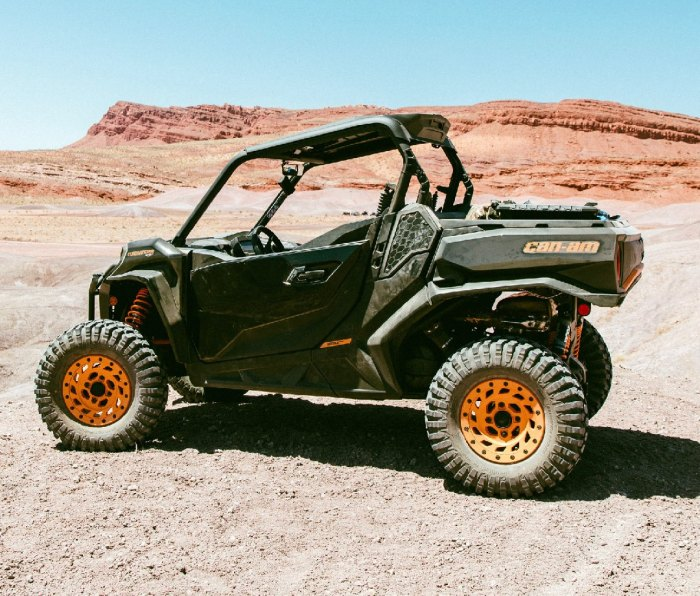 Side profile of the Can Am Commander Max UTV