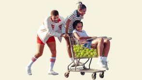 Actor Will Smith portrays Venus and Serena Williams' father, pushing girls in shopping cart