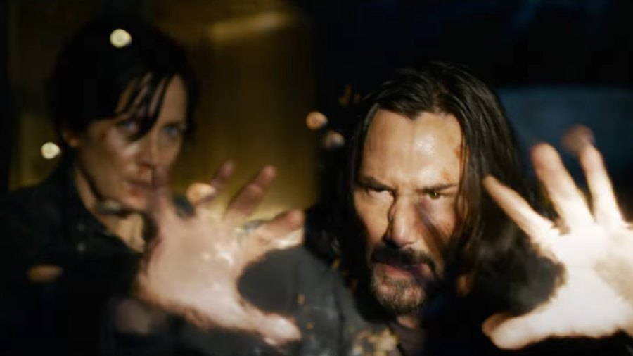 Neo (Keanu Reeves) and Trinity (Carrie-Anne Moss) in The Matrix Resurrections