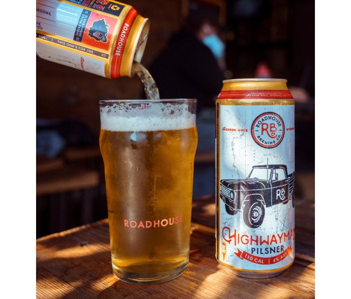 Can of Roadhouse Highwayman Pilsner being poured into a pint glass