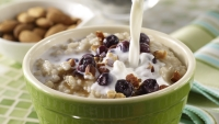 Oatmeal with nuts, berries and milk