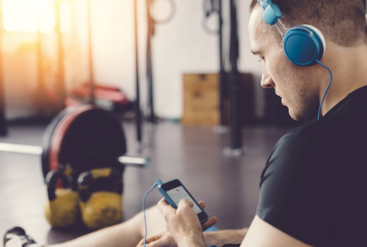 The 8 Best Fitness Podcasts - Men's Journal