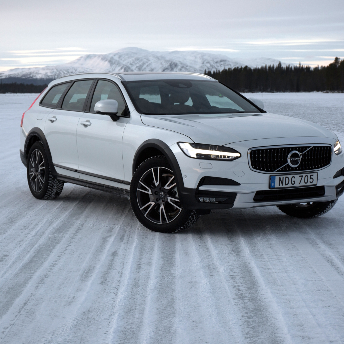 First Drive The 2017 Volvo V90 Cross Country Is A Stylish