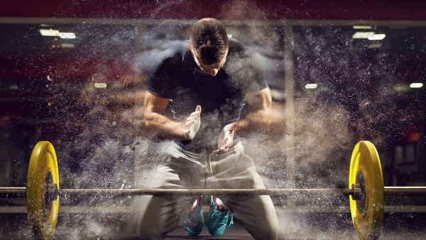 Powerlifter Dusts Chalk From Hands