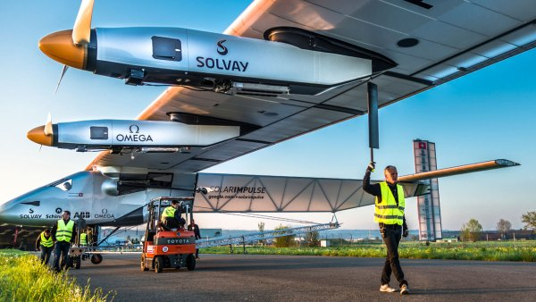 What It's Like to Pilot a Solar-Powered Plane