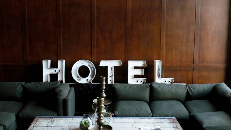 how to get a hotel for cheap