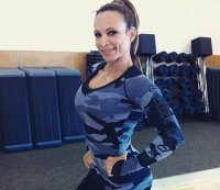 This Woman Can Do More Pushups Than You