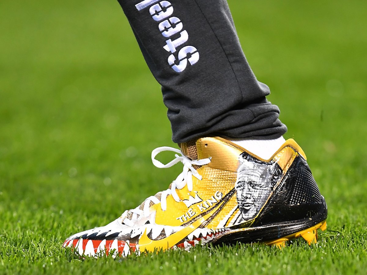 6643cd616 The 15 Coolest Custom Football Cleats from the 2016-2017 NFL Season
