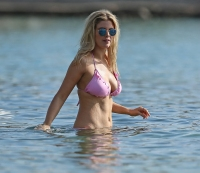 Photo Gallery: Ashley James Enjoys the Last Rays of Summer