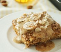 Gluten-Free Honey-Baked Oatmeal with Bananas and Creamy Almond Sauce
