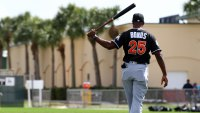 Giants great Barry Bonds gets ready to bat with Miami Marlins