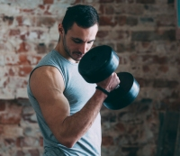 If You Want to Build Muscle and Gain Strength, Lift Lighter Weights for More Reps