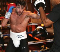 Chris Algieri prepares for Pacquiao