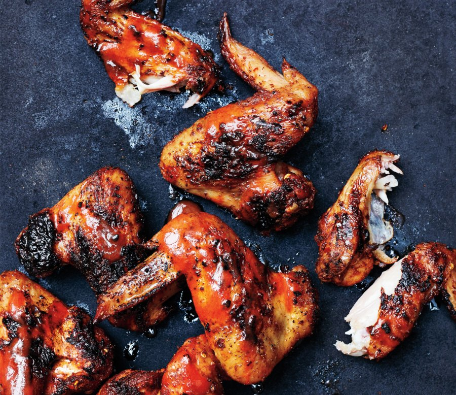 Dry-rub grilled hot wings