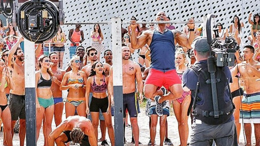 """Dwayne """"The Rock"""" Johnson and Zac Efron do pullups on the """"Baywatch"""" set."""