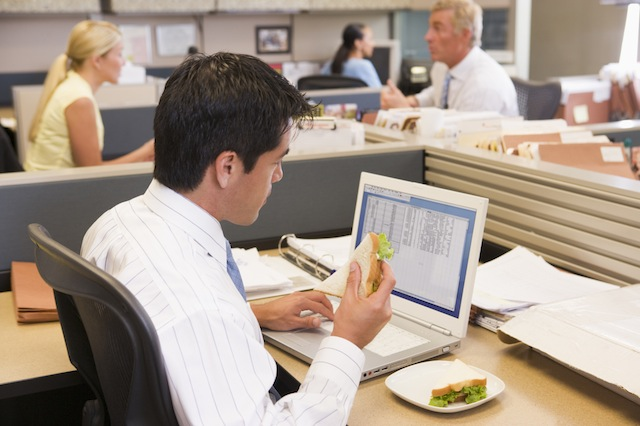 Eating at Work – Could Desktop Dining Be Making You Sick?