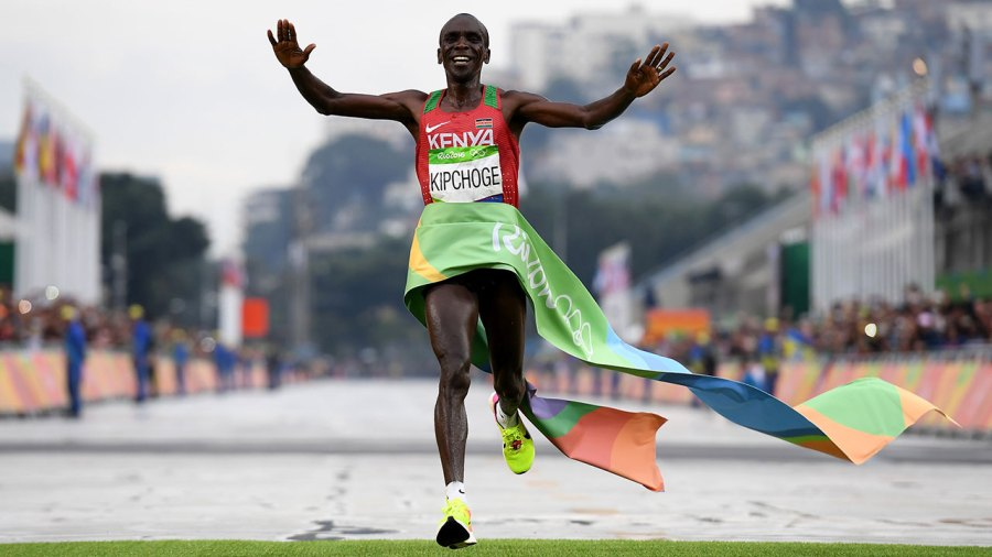 Eliud Kipchoge of Kenya celebrates as he crosses the line to win gold during the Men's Marathon on Day 16 of the Rio 2016 Olympic Games at Sambodromo