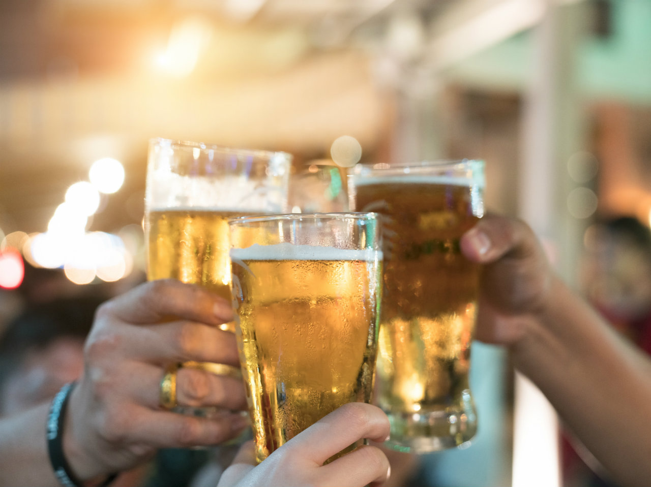 Drinking Moderate Amounts of Alcohol Can Help Clean Your Brain of Toxins