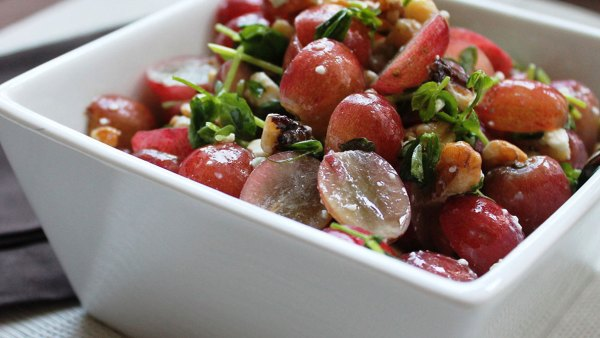 Red grapes with walnuts and blue cheese