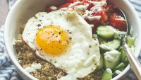 Recipe: How to Make a Mediterranean-Stlye Quinoa Breakfast Bowl