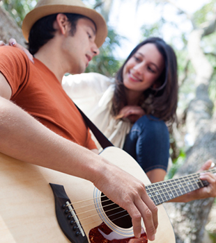 Study: Women More Attracted to Guys Who Play Guitar